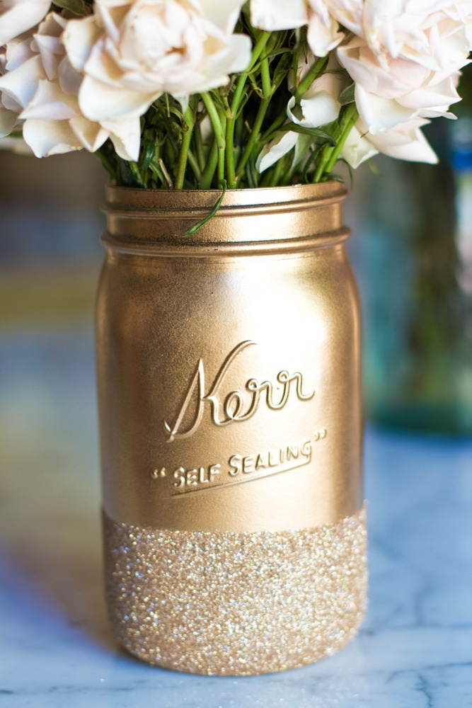 This mason jar turned vase is the cutest thing I've ever seen - a must-have home accessory!